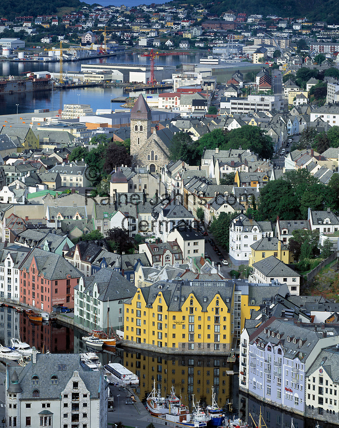 Norwegen, More og Romsdal, Alesund - die Jugendstilstadt: Blick vom Hausberg Aksla   Norway, More og Romsdal, Alesund - the Art Nouveau Town: view from mountain Aksla