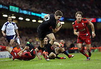 Pictured: Beauden Barrett of New Zealand (C) scores a try Saturday 22 November 2014<br />