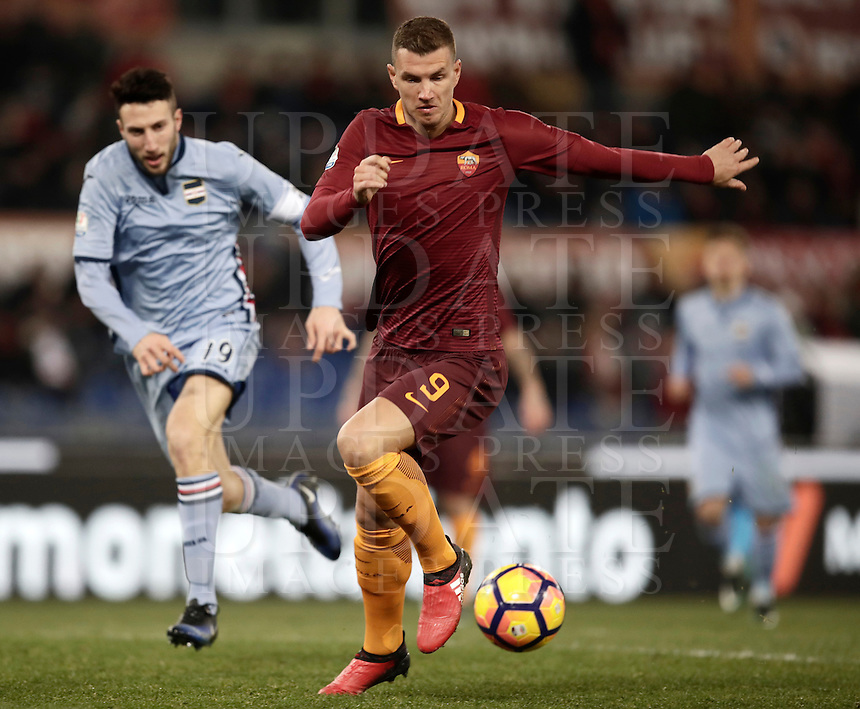Calcio, ottavi di finale di Tim Cup: Roma vs Sampdoria. Roma, stadio Olimpico, 19 gennaio 2017.<br /> Roma's Edin Dzeko in action during the Italian Cup round of 16 football match between Roma and Sampdoria at Rome's Olympic stadium, 19 January 2017.<br /> UPDATE IMAGES PRESS/Isabella Bonotto