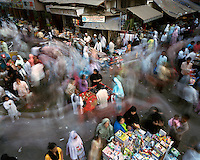 Street vendors and shopping crowds at a market in a Muslim quarter of the city centre near Mohammed Ali Road. CHECK with MRM/FNA