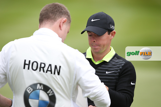 Autographs for caddies .. Rory MCILROY (NIR) during the Pro-Am ahead of the 2015 BMW PGA Championship over the West Course at Wentworth, Virginia Water, London. Picture David lloyd, www.golffile.ie: 20/05/2015