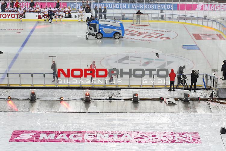 12.01.2019, Rhein Energie Stadion, Köln, GER, DEL Wintergame, Kölner Haie - Düsseldorfer EG, im Bild<br /> Wasser auf dem Eis nach der Pause<br /> <br /> Foto © nordphoto / Mueller