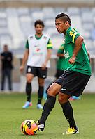 BELO HORIZONTE, MINAS GERAIS, 22 DE ABRIL 2013 - TREINO SELEÇÃO BRASILEIRA DE FUTEBOL - Ralf jogador da seleção brasileira de futebol durante sessão de treinamento na Minas Arena (Mineirão), na tarde desta terça-feira, 22. Amanhã o Brasil enfrenta o Chile no mesmo local. FOTO: WILLIAM VOLCOV / BRAZIL PHOTO PRESS.