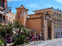 Porta del Mare am Hafen Darsena, Portoferraio, Elba, Region Toskana, Provinz Livorno, Italien, Europa<br /> Porta del Mare at port Darsena, Portoferraio, Elba, Region Tuscany, Province Livorno, Italy, Europe