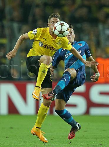 16.09.2014. Dortmund, Germany. Champions League group stages; Borussia Dortmund, versus Arsenal. Signal-Iduna-Park-Stadion Dortmund.  Eric Durm (Dortmund) challenged by Mesut Ozil (FC Arsenal)