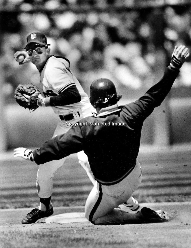 San Francisco Giants 2nd baseman Robby Thompson completes doubleplay. (1990 photo by Ron Riesterer)
