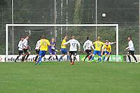 VOETBAL: DRACHTEN: 20-09-2014, Drachtster Boys - VV Staphorst, uitslag 2-1, gevaar voor het doel van Drachtster Boys Keeper Jarno de Jonge (#25) ©foto Martin de Jong