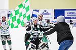V&auml;ster&aring;s 2014-03-08 Bandy SM-semifinal 4 V&auml;ster&aring;s SK - Hammarby IF :  <br /> V&auml;ster&aring;s m&aring;lvakt Henrik Kjellsson jublar med supporter efter matchen <br /> (Foto: Kenta J&ouml;nsson) Nyckelord:  VSK Bajen HIF jubel gl&auml;dje lycka glad happy