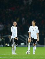 Fussball International  WM Qualifikation 2014   16.10.2012 Deutschland - Schweden Mesut Oezil und Miroslav Klose (v. li., Deutschland)