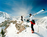 USA, Utah, skiers with skis at the top of Eddie's High Nowhere, Alta Ski Resort