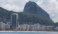 ATENCAO EDITOR FOTO EMBARGADA PARA VEICULO INTERNACIONAL - RIO DE JANEIRO, RJ, 18 DE NOVEMBRO 2012 -  CLIMA TEMPO - Vista do morro do Pao de Acucar na praia de Copacabana na manha deste domingo, 18 na capital fluminense. FOTO: VANESSA CARVALHO - BRAZIL PHOTO PRESS.