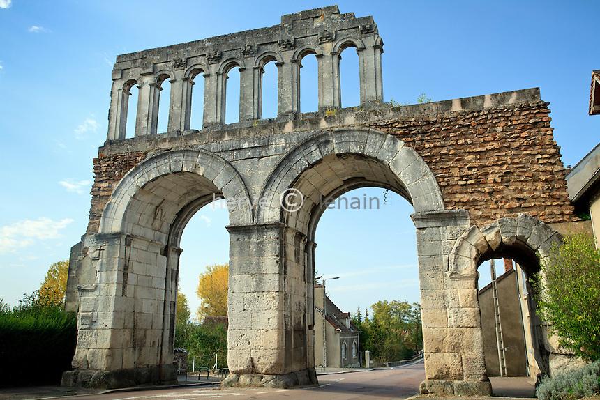 France, Saône-et-Loire (71), parc naturel régional du Morvan, Autun, porte d'Arroux d'époque gallo-romaine // France, Saône-et-Loire, Morvan Regional Natural Park, Autun, door of Arroux of Gallo Roman period