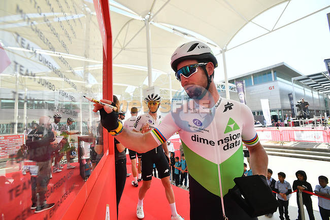Mark Cavendish (GBR) Team Dimension Data signs on before the start of Stage 3 of the 2019 UAE Tour, running 179km form Al Ain to Jebel Hafeet, Abu Dhabi, United Arab Emirates. 26th February 2019.<br /> Picture: LaPresse/Massimo Paolone | Cyclefile<br /> <br /> <br /> All photos usage must carry mandatory copyright credit (© Cyclefile | LaPresse/Massimo Paolone)