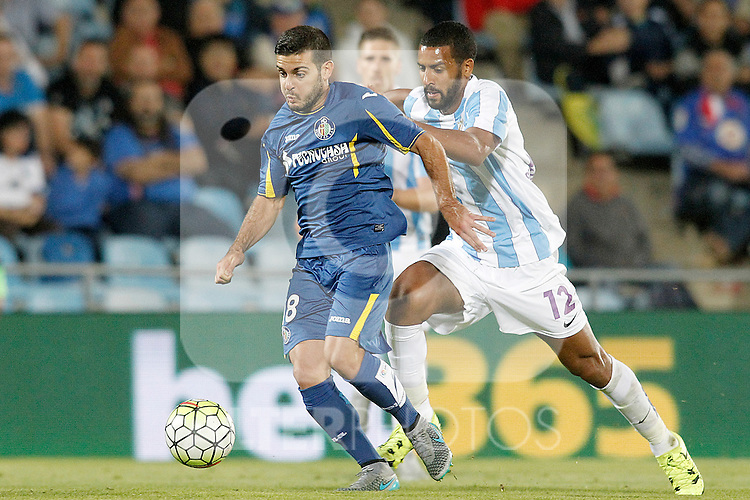 Getafe's Victor Rodriguez (l) and Malaga's Fernando Damian Tissone during La Liga match.September 18,2015. (ALTERPHOTOS/Acero)