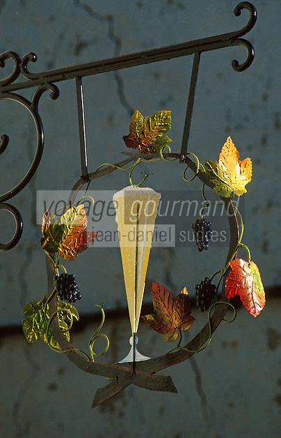 Europe/France/Champagne-Ardenne/51/Marne/Hautvillers: Détail Enseigne vigneron Vignoble Champenois de la Vallée de la Marne - la flute à champagne