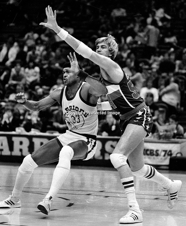 Baltimore Bulletts Tom McMillen guarding Warriors Jerome Whitehead..(1985 photo/Ron Riesterer)