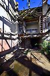 UTRECHT - In de Utrechtse wijk Hoograven wordt binnenkort de uit 1915 daterende Neerlandia-terrein gesloopt, om plaats te maken voor woningbouw. Een deel van de fabriek zal echter in de woonwijk worden opgenomen waaronder de schoorsteen die in stukken gezaagd wordt om verderop weer op te bouwen, en de monumentale gevel die een nieuwe functie krijgt. COPYRIGHT TON BORSBOOM