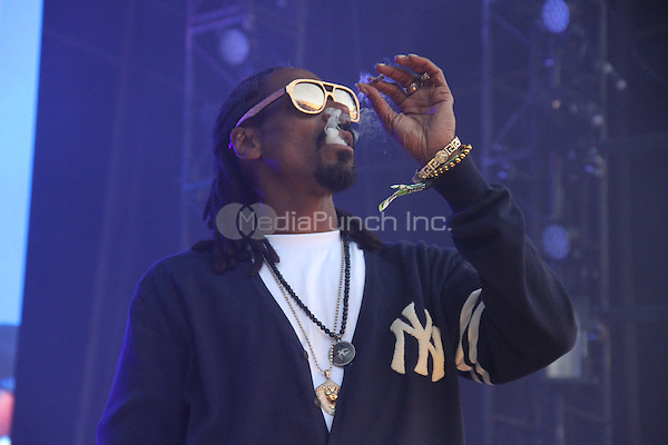 East Rutherford, NJ - June 1, 2014<br /> <br /> Snoop Dogg performs at the Hot 97 Summer Jam 2014 concert at Metlife Stadium, June 1, 2014 in East Rutherford, NJ<br /> <br /> <br />  Walik Goshorn/MediaPunch