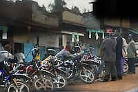 KENYA Muranga, village MARIRA, motorcycle taxi  / KENIA Muranga, Dorf MARIRA, Taxi Motorradfahrer