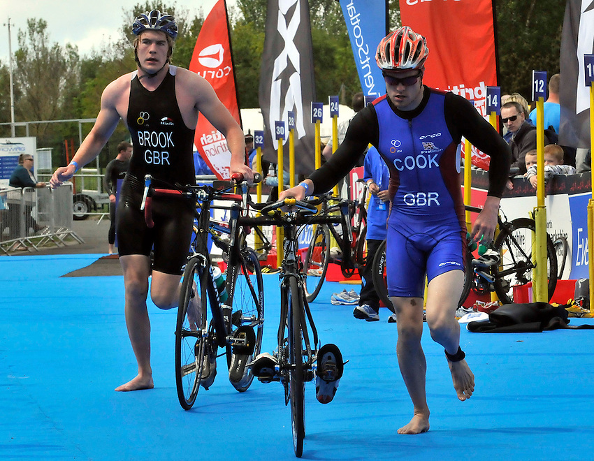 Photo: Paul Greenwood/Richard Lane Photography. Strathclyde Park Elite Triathlon. 17/05/2009. .England's Dom Brook, left and Matt Cook in the transition stage between swimming and cycling