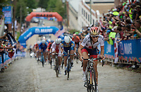 Lizzie Armistead (GBR) takes to the front up the cobbles of 23rd street<br /> <br /> Elite Women Road Race<br /> UCI Road World Championships Richmond 2015 / USA