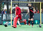 BLOEMENDAAL   - Hockey -  3e en beslissende  wedstrijd halve finale Play Offs heren. Bloemendaal-Amsterdam (0-3).  Vreugde bij keeper Jan de Wijkerslooth (A'dam)   met rechts Johannes Mooij (A'dam) , na het eindsignaal.  Amsterdam plaats zich voor de finale.  COPYRIGHT KOEN SUYK