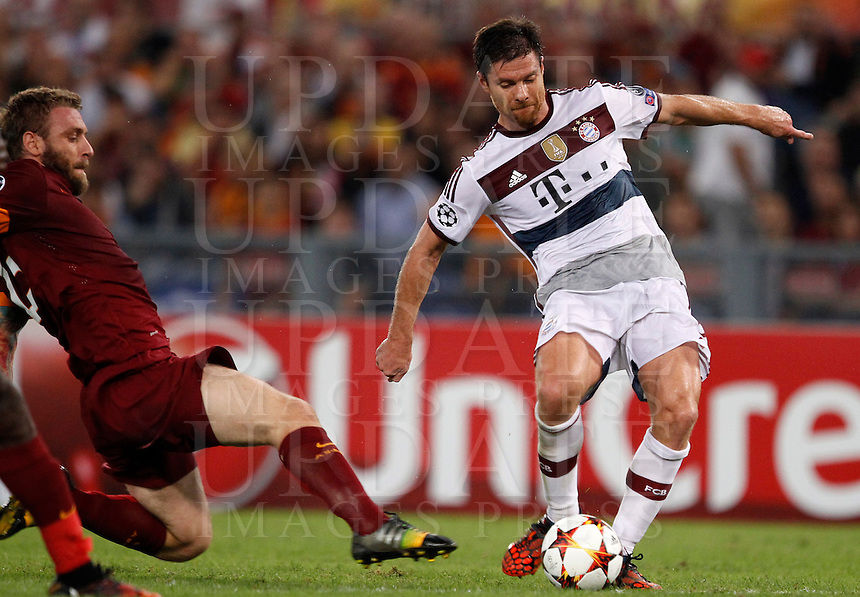 Calcio, Champions League, Gruppo E: Roma vs Bayern Monaco. Roma, stadio Olimpico, 21 ottobre 2014.<br /> Bayern&rsquo;s Xabi Alonso is challenged by Roma&rsquo;s Daniele De Rossi, left, during the Group E Champions League football match between AS Roma and Bayern at Rome's Olympic stadium, 21 October 2014.<br /> UPDATE IMAGES PRESS/Isabella Bonotto
