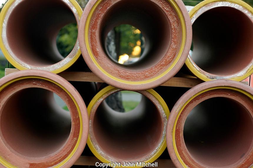 Stick of circular ceramic water pipes