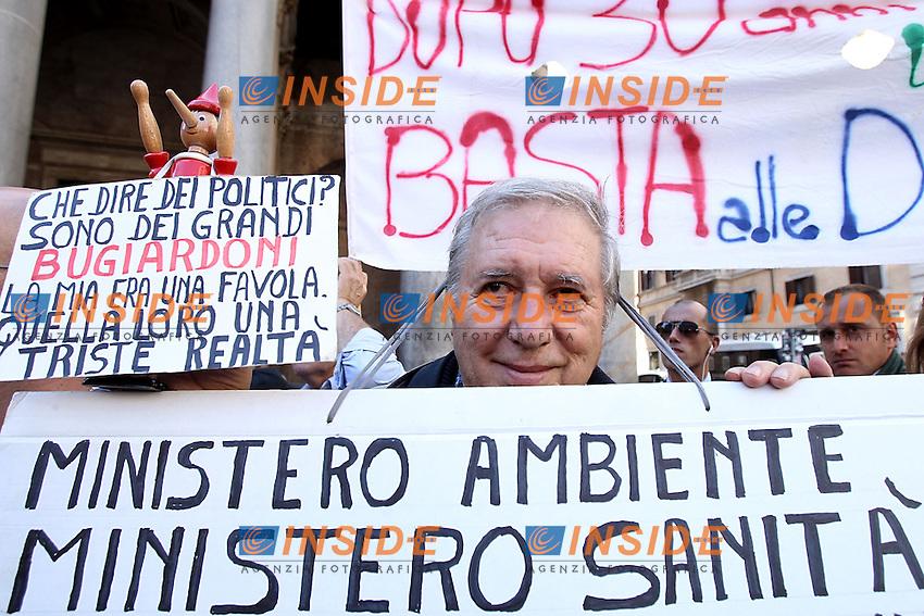 Roma 17/10/2012 Pantheon. Protesta contro la realizzazione di una nuova discarica nella zona di Monti dell'Ortaccio..Photo Matteo Ciambelli / Insidefoto