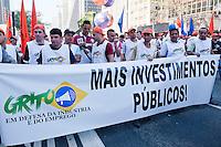 SAO PAULO, SP, 13.08.2015 - PROTESTO-SP - A Força Sindical realiza protesto contra a recessão e por mais empregos, segundo a organização, participam do ato cerca de 5.000 pessoas no Vão livre do Masp, na avenida Paulista nessa quinta-feira 13. (Foto: Gabriel Soares/ Brazil Photo Press)