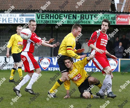 2009-03-29 / Voetbal / Merksplas SK - Ranst / Veel inzet de laatste minuten om het gelijkspel om te buigen naar een overwinning.