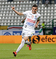 MANIZALES-COLOMBIA-02 -11-2013 : Daniel Hernandez  del Once Caldas celebra su gol convertido contra el Deportes Quindio , durante partido por la fecha 17 de la Liga Postobon II-2013 ,jugado en el estadio Paologrande de  la ciudad de Manizales./Once Caldas Daniel Hernandez  celebrates his goal against Deportes Quindio become, during party by the date 17 of the League Postobon II-2013, played at the stadium Paologrande city of Manizales..Photo:VizzorImage / Santiago Osorio / Stringer