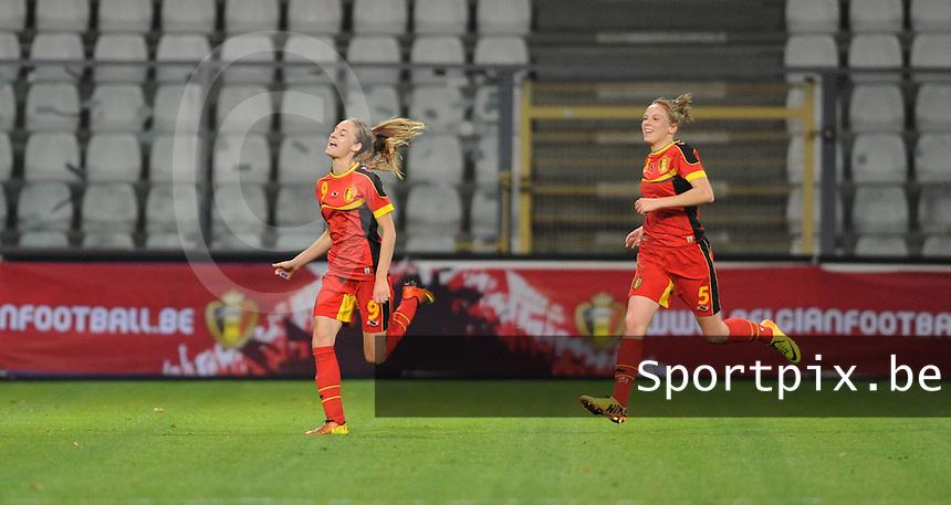 Belgian Red Flames - Portugal (31/10/2013) :<br /> Tessa Wullaert (L) loopt juichend weg na haar doelpunt 2-1, Lorca Van De Putte (R) deelt in de vreugde<br /> Dirk Vuylsteke / foto VDB