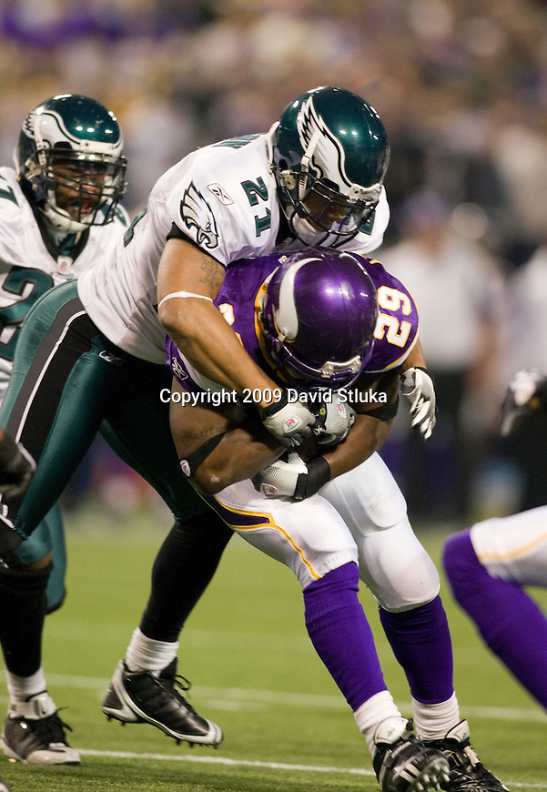 MINNEAPOLIS, MN - JANUARY 4: Defensive back Joselio Hanson #21 of the Philadelphia Eagles tackles running back Chester Taylor #29 of the Minnesota Vikings during the NFC Wild Card playoff game at Hubert H. Humphrey Dome on January 4, 2009 in Minneapolis, Minnesota. The Eagles beat the Vikings 26-14. (Photo by David Stluka)