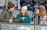 AMSTELVEEN - De geblesseerde Sosha Benninga (Adam) , Marijn Veen (Adam)  en Maria Verschoor (Adam) voor de hoofdklasse hockeywedstrijd dames,  Amsterdam-Oranje Rood (2-2) .   COPYRIGHT KOEN SUYK