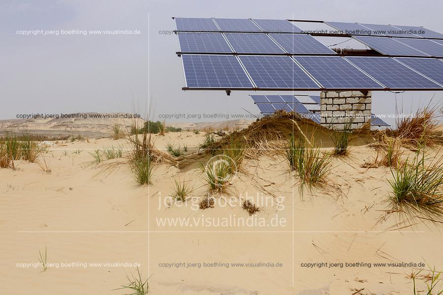 EGYPT, oasis El-Wahat el-Bahariya, desert farming with solar powered pump / AEGYPTEN, Oase Bahariyya, Solar betriebene Pumpe zur Bewaessung