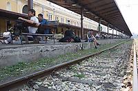 Migrants waiting at the train station in Belgrade<br /> Migranti in attesa alla stazione di Belgrado