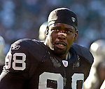 Oakland Raiders defensive end Bobby Hamilton (98) on Sunday, September 26, 2004, in Oakland, California. The Raiders defeated the Buccaneers 30-20.