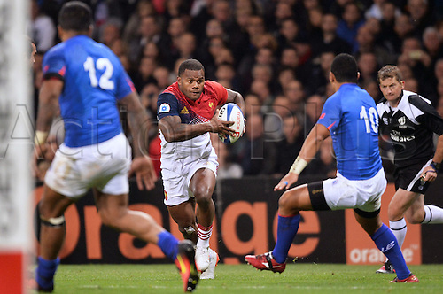 12.11.2016. Stadium Toulouse, Toulouse, France. Autumn International rugby match, France versus Samoa.  Virimi Vakatawa (fra) runs through arm tackles