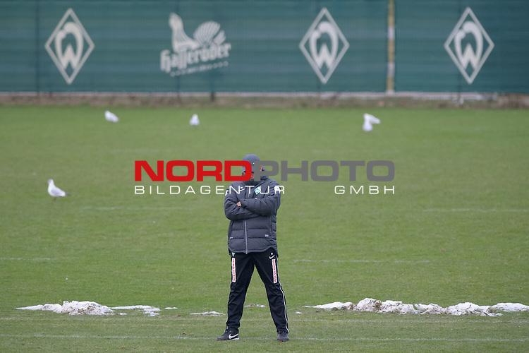 04.02.2014, Trainingsgelaende, Bremen, GER, 1.FBL, Training Werder Bremen, im Bild Robin Dutt (Trainer Werder Bremen)<br /> <br /> Foto &copy; nordphoto / Frisch