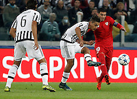 Calcio, Champions League: Gruppo D - Juventus vs Siviglia. Torino, Juventus Stadium, 30 settembre 2015. <br /> Juventus&rsquo; Paulo Dybala, center, is challenged by Sevilla's Jose' Reyes during the Group D Champions League football match between Juventus and Sevilla at Turin's Juventus Stadium, 30 September 2015. <br /> UPDATE IMAGES PRESS/Isabella Bonotto