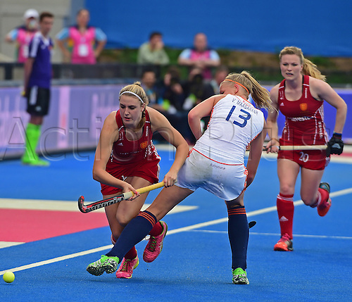30.08.2015. Lea Valley, London, England. Unibet EuroHockey Championships Day 10. Gold Medal Final. England versus Netherlands. Caia van Maasakker (NED) tries to trip Lily Owsley (ENG)