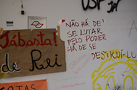 SAO PAULO, SP, 12.11.2013 - USP / REINTEGRAÇÃO - A Tropa de Choque da Polícia Militar cumpre na manhã desta terça-feira, 12, a ordem de reintegração de posse da reitoria da Universidade de São Paulo (USP), ocupada desde o início de outubro. Segundo a corporação, há poucos alunos no local e não houve confronto. A operação teve início às 5h30.  (Foto: Adriano Lima / Brazil Photo Press)