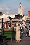 Teeverkäufer, Platz Jeema El Fna (Platz der Gehenkten), Marrakesch, Marokko