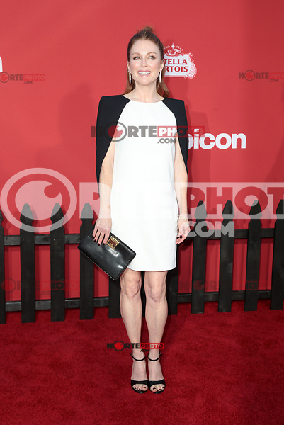WESTWWOD, CA - October 22: Julianne Moore, At The Premiere Of Paramount Pictures' 'Suburbicon' At the Village Theatre California on October 22, 2017. Photo Credit: Faye Sadou /Media Punch /NortePhoto.com