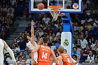 MADRID, ESPAÑA - 11 DE JUNIO DE 2017: Sergio Llull anota una canasta durante el partido entre Real Madrid y Valencia Basket, correspondiente al segundo encuentro de playoff de la final de la Liga Endesa, disputado en el WiZink Center de Madrid. (Foto: Mateo Villalba-Agencia LOF)