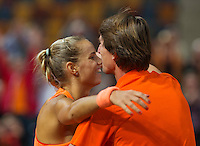 Februari 08, 2015, Apeldoorn, Omnisport, Fed Cup, Netherlands-Slovakia, Arantxa Rus (NED)  jubilates her victory Holland wins 3-1 and falls into the arms of captain Paul Haarhuis<br /> Photo: Tennisimages/Henk Koster