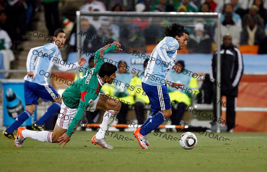 Carlos Tevez Soccer Football - 2010 FIFA World Cup - Johannesburg, South Africa, Sunday, June 27. 2010. Argentina vs Mexico, Soccer City Stadium (credit & photo: Pedja Milosavljevic / +381 64 1260 959 / thepedja@gmail.com / STARSPORT )