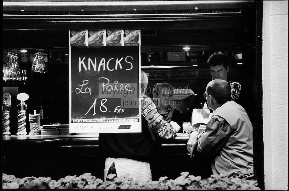 Europe/France/Alsace/67/Bas-Rhin/Strasbourg: Enseigne Knacks  dans un bar de la rue de la Loutre