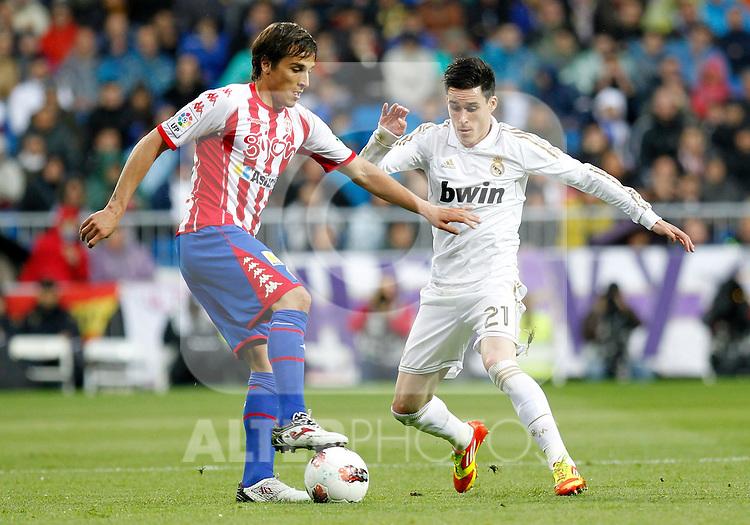 Madrid (14/04/2012).- Estadio Santiago Bernabeu..Liga BBVA.Real Madrid - Sporting de Gijon..Ivan Hernandez, Callejon...Photo: Alex Cid-Fuentes / ALFAQUI..